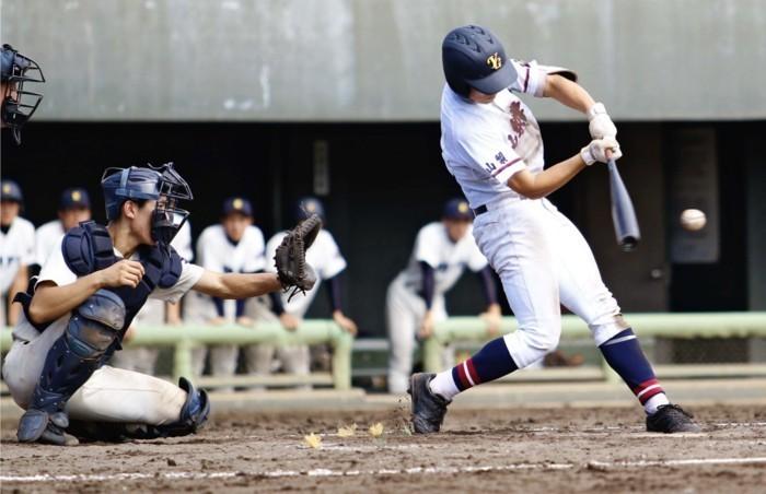 <秋季関東高校野球県大会>山梨学院、巧みに4強