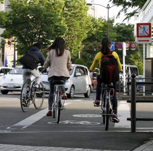 自転車の 改正道交法 自転車 危険行為 : 人々。運転するとき、危険行為 ...