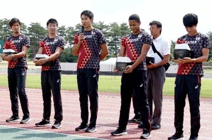 合宿中の陸上男子日本代表を激励